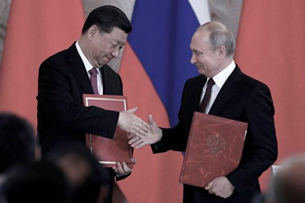2019年6月5日俄羅斯總統普京和習近平在莫斯科克里姆林宮舉行會談後出席簽署儀式。(MAXIM SHIPENKOV/AFP via Getty Images)