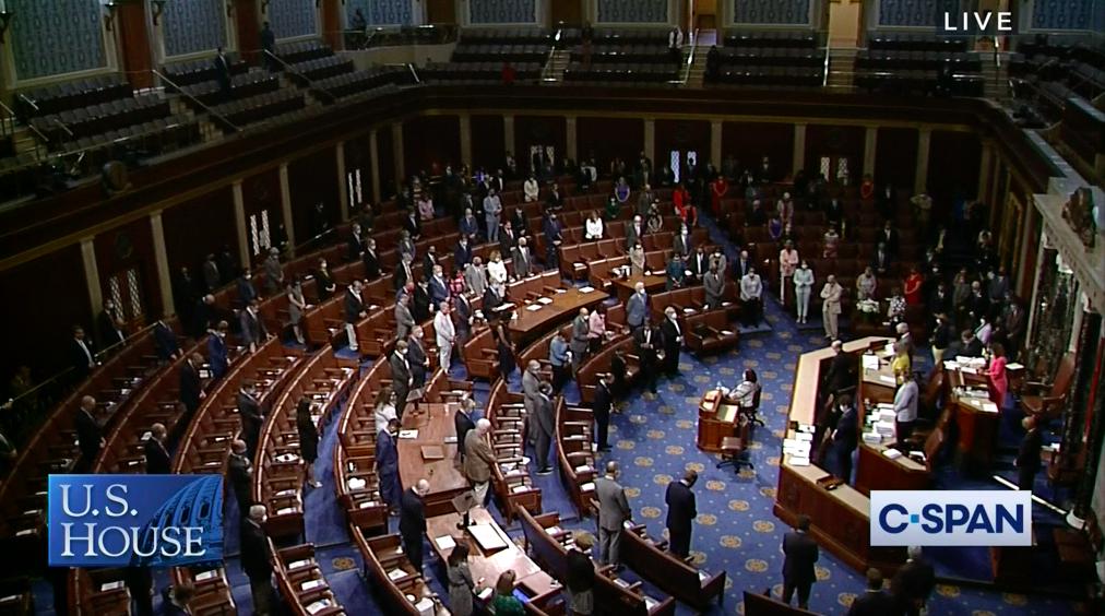 2020年7月20日,美國國會眾議院院會向「國會良知」、過世的劉易斯(John Lewis)議員致哀。(C-Span截圖)