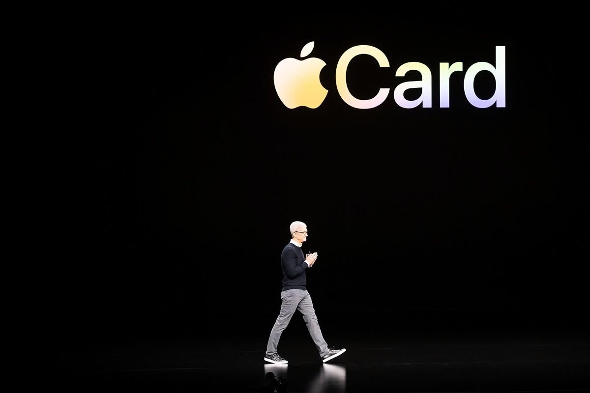 2019年3月25日,加利福尼亞州庫比蒂諾蘋果總部,蘋果公司 CEO 蒂姆・庫克介紹了蘋果卡。(NOAH BERGER/AFP/Getty Images)