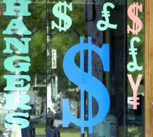 在美國經濟表現相對優異的情況下,美元指數已漲到接近22個月最高價。(法新社圖)