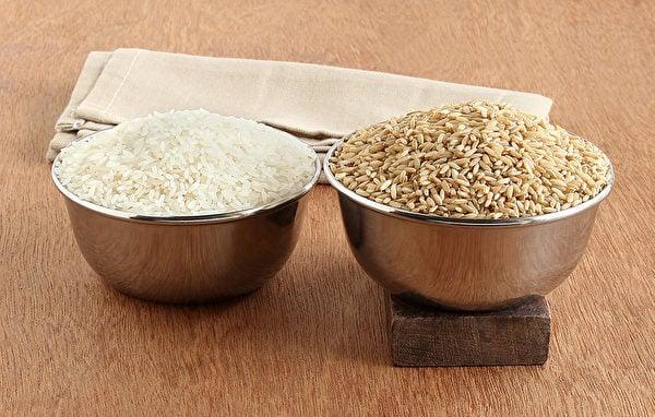 糙米去掉米糠、胚芽,剩下的胚乳即是白米,營養較少,但口感好。(Shutterstock)
