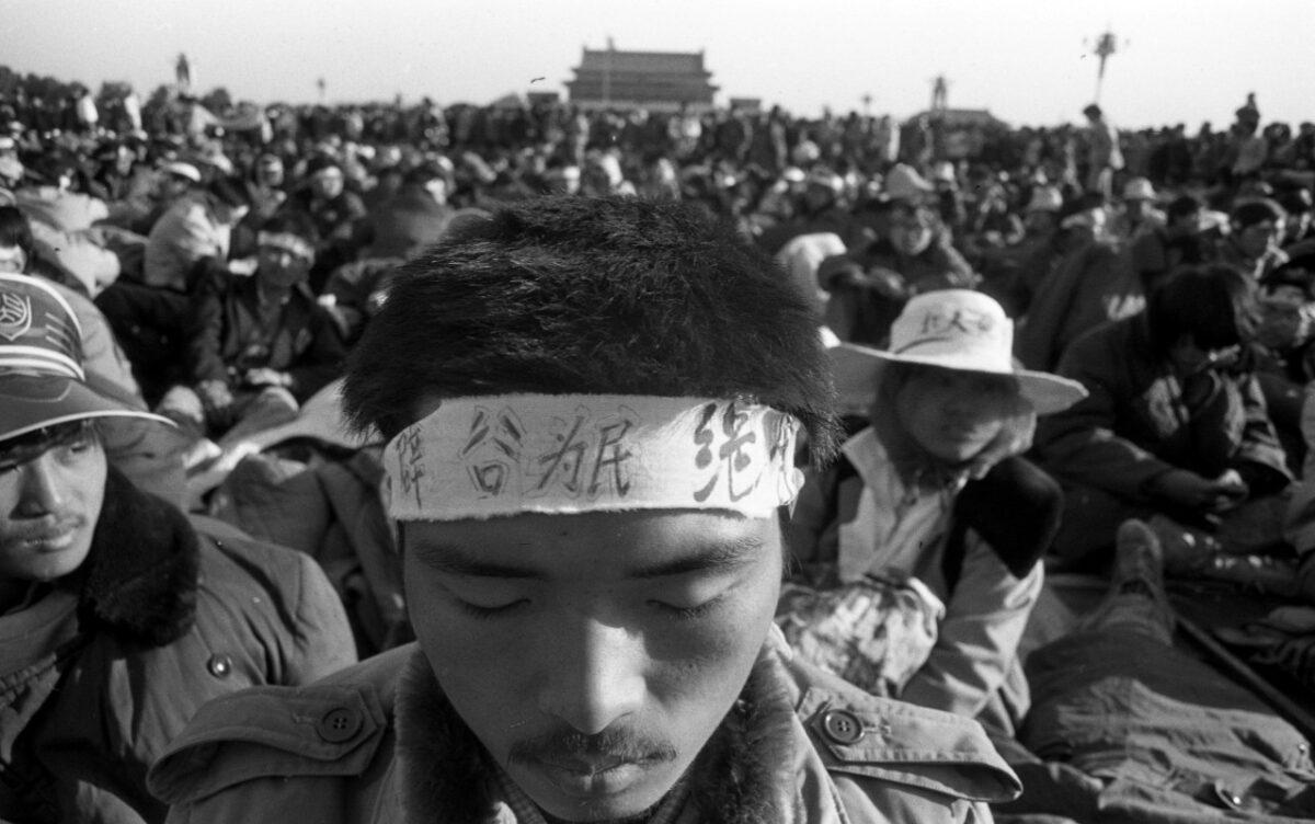 1989年6月,一名學生在北京天安門絕食抗議。(Courtesy of Liu Jian/The Epoch Times)