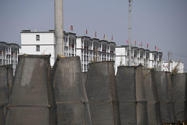 2019年5月31日,新疆和田市郊的一個建築群,據信這是一間關押新疆少數民族穆斯林的再教育營。(GREG BAKER/AFP via Getty Images)