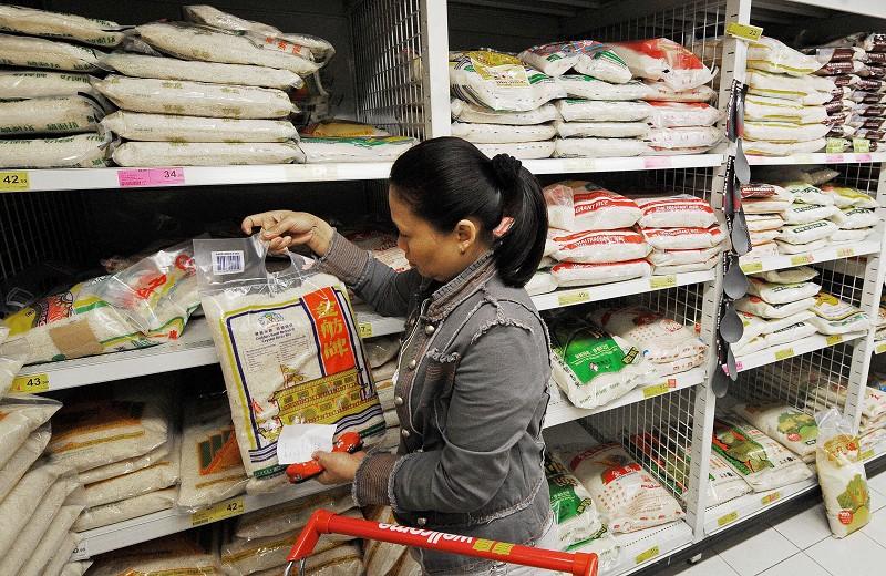 有分析指,盛行於大陸社交網站的「大胃王吃播」遭封殺,表明中國面臨著嚴重的糧食危機。(MIKE CLARKE/AFP/Getty Images)