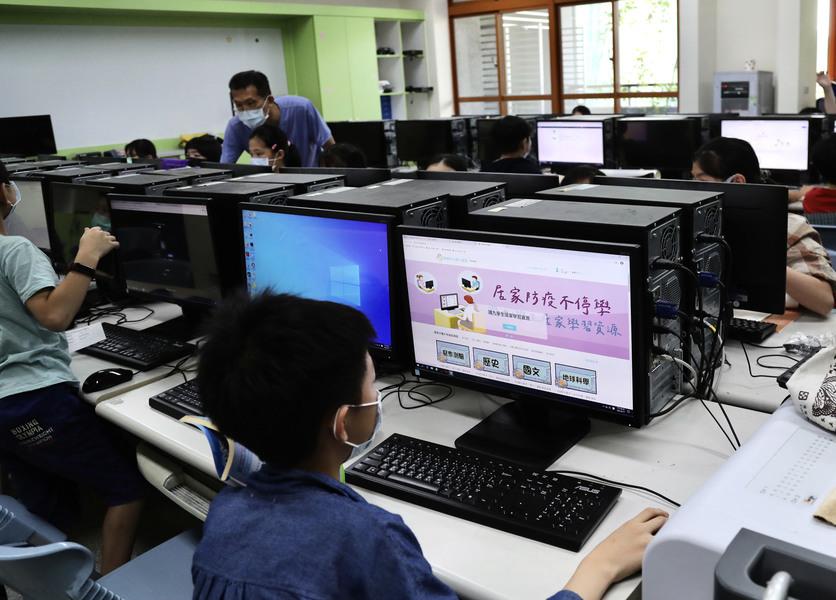 台灣17日新增333宗本土病例 兩北高中以下停課