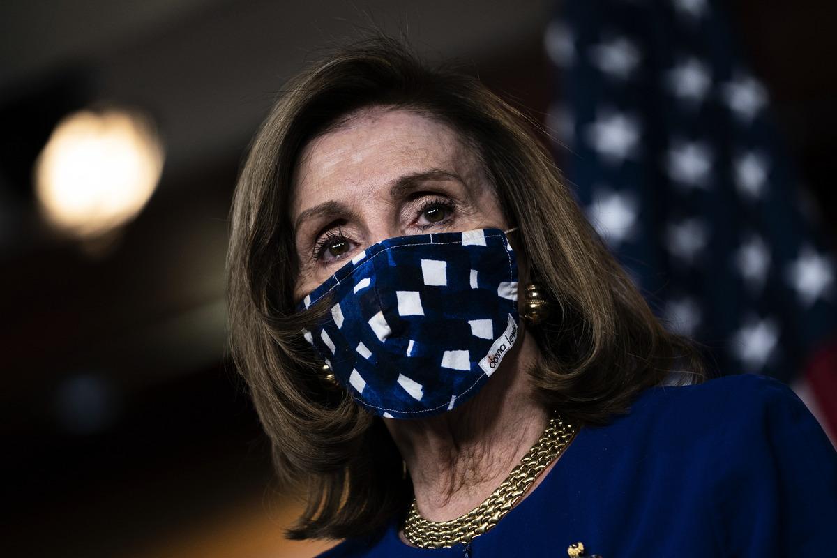 11月20日眾議院議長佩洛西(Nancy Pelosi)在國會山舉行的新聞發佈會上發言。 (Drew Angerer/Getty Images)