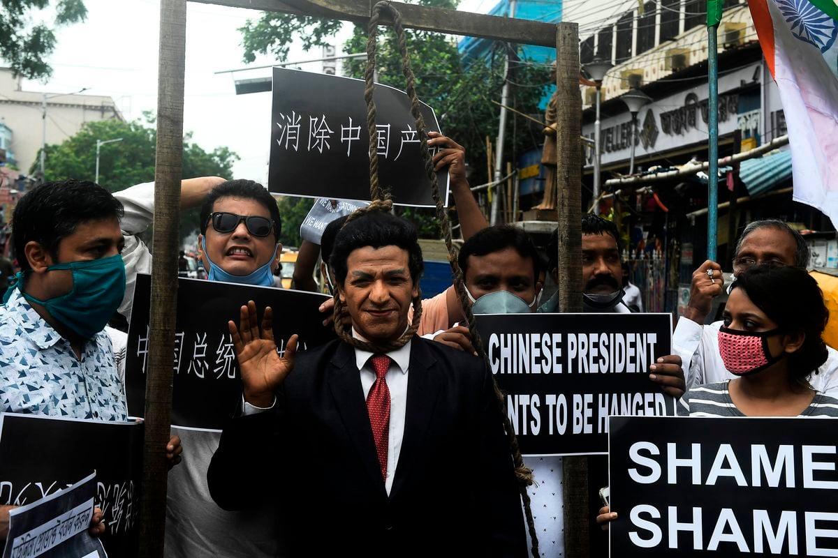 在印度加爾各答,2020年6月19日發生了反華示威。媒體6月19日報道,北京釋放了在喜馬拉雅山高海拔邊界衝突中被抓獲的10名印度士兵,這次衝突造成至少20名印度士兵死亡。(DIBYANGSHU SARKAR/AFP via Getty Images)