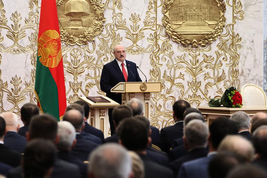 組圖:白俄總統秘密就職 民眾抗議遭水砲驅離