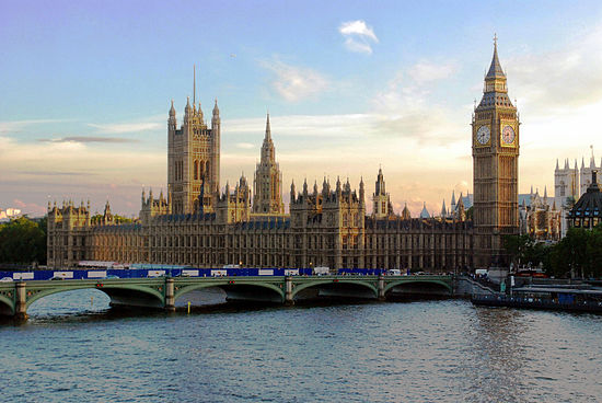 英國稱從中國買來的病毒抗體檢測盒的性能都不可靠。圖為英國的西敏宮。(Mgimelfarb/Wikimedia commons)