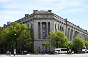 「外國代理人登記法」 美司法部加強執法
