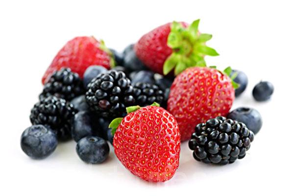 藍莓和士多啤梨等漿果富含抗癌的植物營養素,叫做花青素(anthocyanins),而黑樹莓的含量特別高。(fotolia)