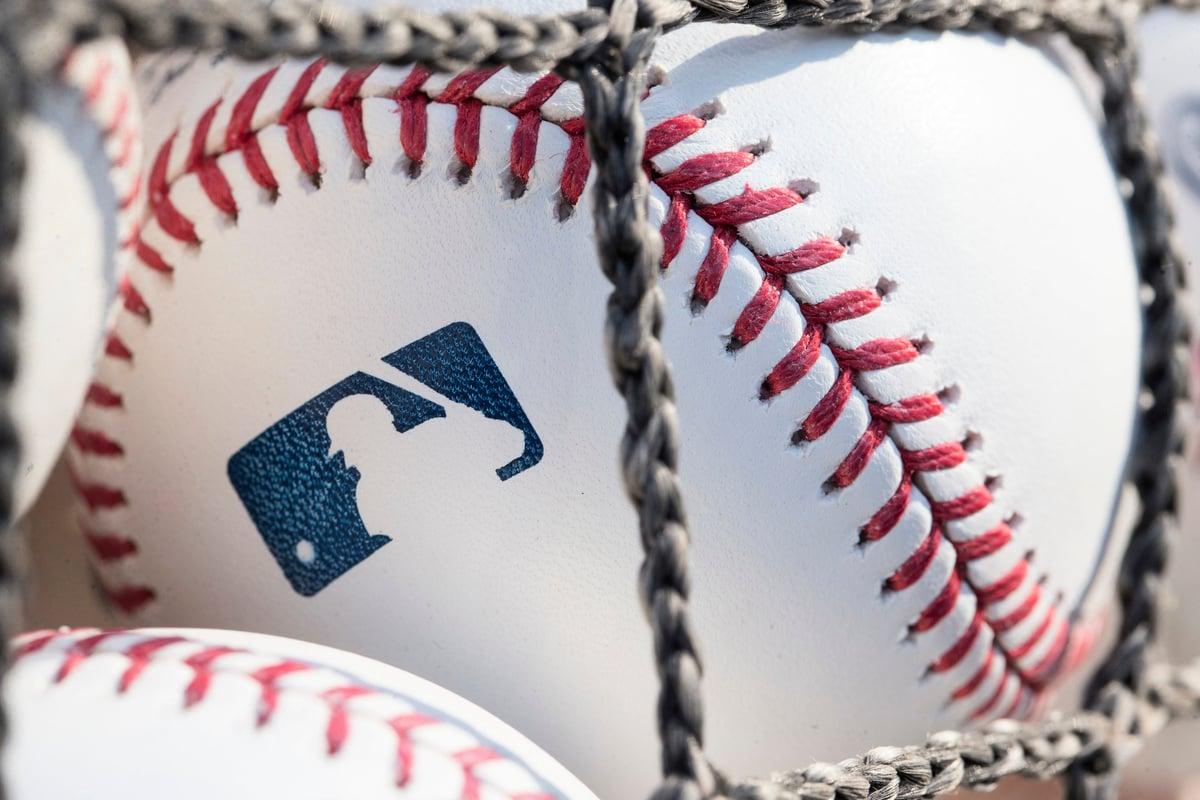 圖為一個帶有MLB標誌的棒球。(Mitchell Leff/Getty Images)