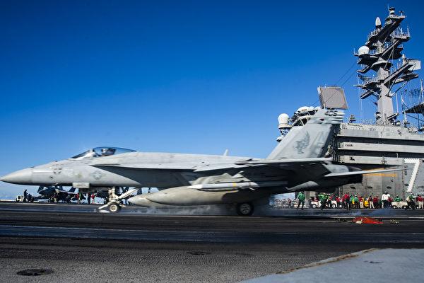 圖為8月14日,羅納德‧里根號航空母艦打擊群進入南中國海。(公有領域,U.S. Navy photo by Mass Communication Specialist 2nd Class Codie L. Soule)
