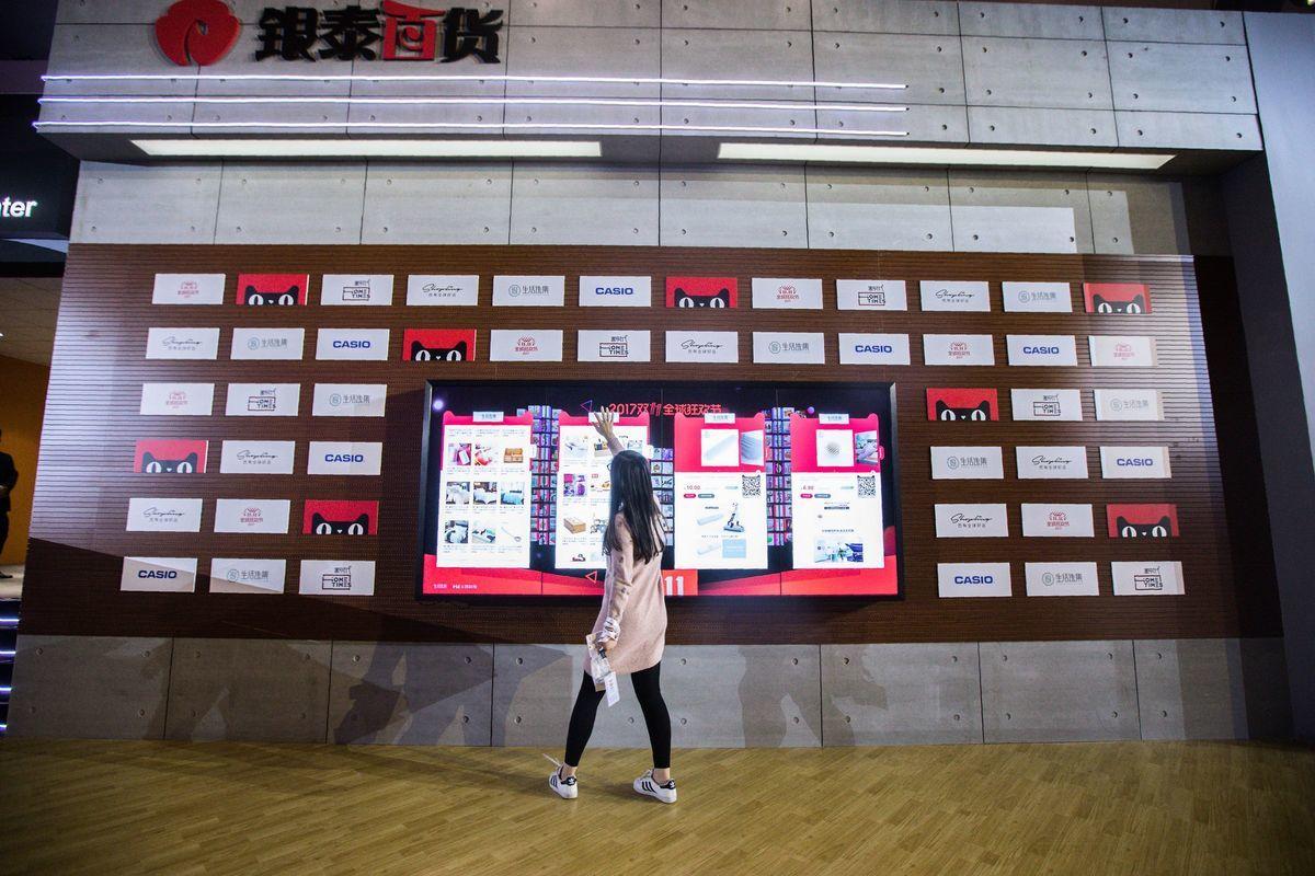4月25日,美國貿易代表辦公室(USTR)公佈特別301年度報告以及「惡名市場」(notorious markets)清單,中共仍在優先觀察名單上,中國第三大電子商務平台拚多多(Pinduoduo)則首次被列入「惡名市場」清單。(STR/AFP/Getty Images)