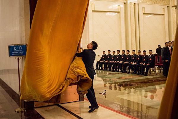10月30日,安徽省省委率先換屆,已確定在2017年前換屆的共有12省。圖為,2016年3月中共「兩會」。(FRED DUFOUR/AFP/Getty Images)