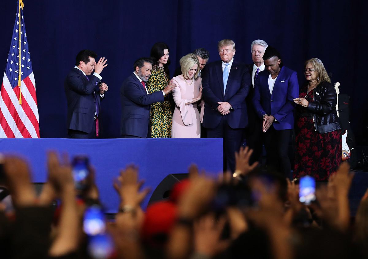 2020年1月3日在佛州邁阿密的一個教會演講中,特朗普總統呼籲美國民眾回歸傳統,以信仰和家庭為生活中心。(Getty Images)