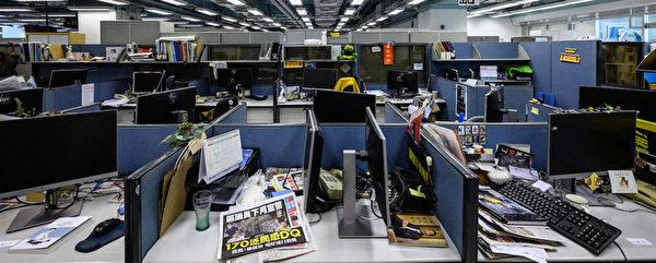 香港《蘋果日報》2021年6月24日刊出最後一份實體報紙。RSF無國界記者組織表示,新聞自由正被扼殺。(RSF提供/中央社)