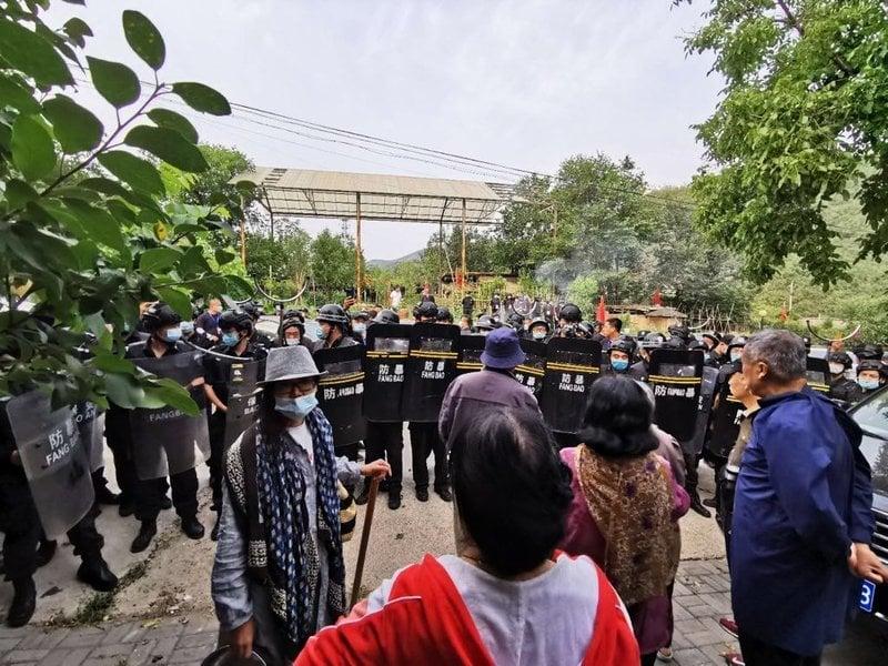 北京歐北木屋村遭九百名防暴保安強拆