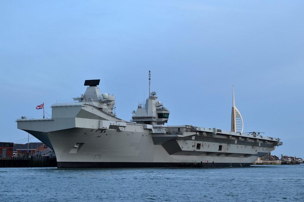 英國駐日本大使館2021年4月26日表示,英國航母伊利沙伯女王號(見圖)將執行首次作戰部署,將帶領英國海軍艦隊前往印太海域,首訪日本和南韓港口。(Photo by Glyn KIRK / AFP)
