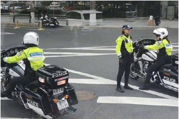 長春女交警執勤時使用哈雷電單車。(網絡圖片)