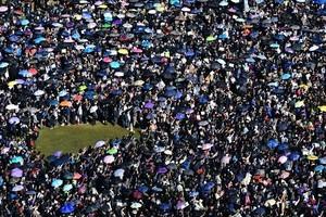 【12.8反暴政】港人大遊行開始 警曾舉旗要放催淚彈