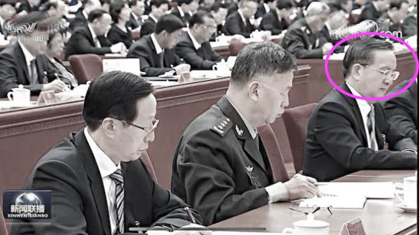 湖北省前省委書記蔣超良在今年2月份被免職,但在近期的中共五中全會中露面。圖為中共央視新聞鏡頭中的蔣超良(右,粉色圈中)。(央視新聞截圖)