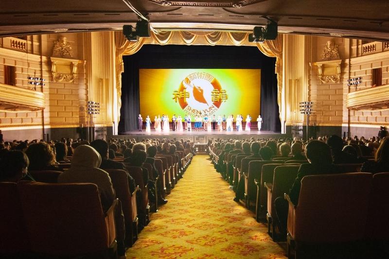 2019年12月30日,神韻環球藝術團在三藩市歌劇院的首場演出爆滿。(周元融/大紀元)