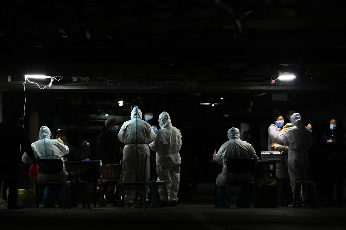 河北省石家莊市出現新增病例,2021年1月12日當地市民在接受核酸檢測。(AFP/Getty Images)