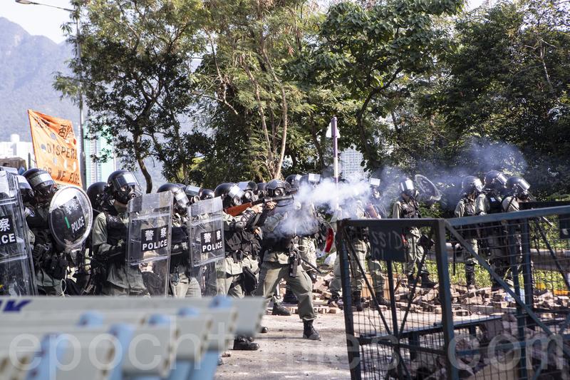 【11.11三罷反暴政組圖】防暴警校園射催淚彈 中大如戰場