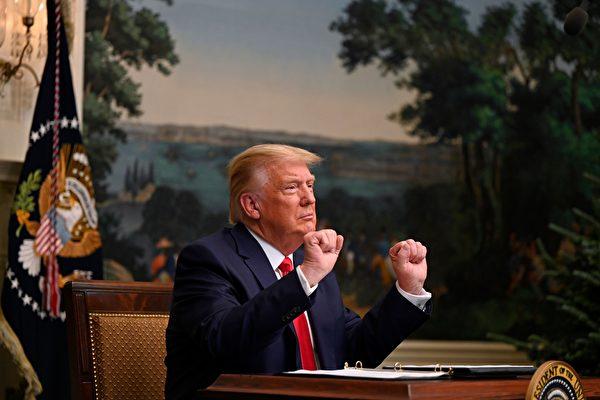 2020年11月26日,美國總統特朗普在白宮與美國軍方進行感恩節影片電話會議。(ANDREW CABALLERO-REYNOLDS/AFP via Getty Images)
