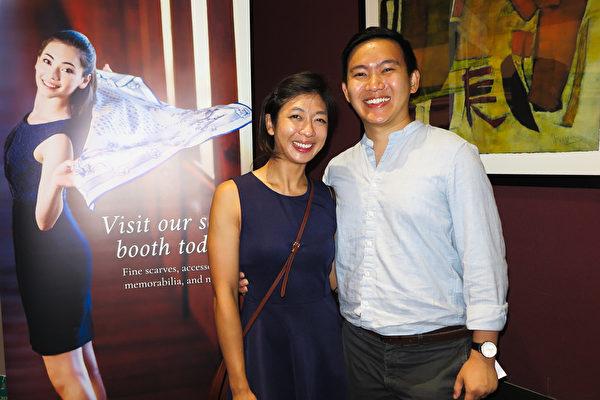 2021年7月31日晚,首席精算師Isaac Low先生攜太太在科羅拉多州格里利欣賞神韻在當地的第二場演出。(陳怡然/大紀元)