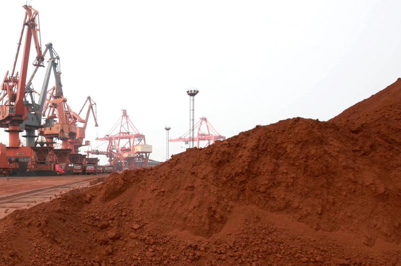 五角大樓計劃為導彈和戰機儲存6個月供應量的稀土。圖為中國江蘇的稀土礦區。(STR/AFP/Getty Images)