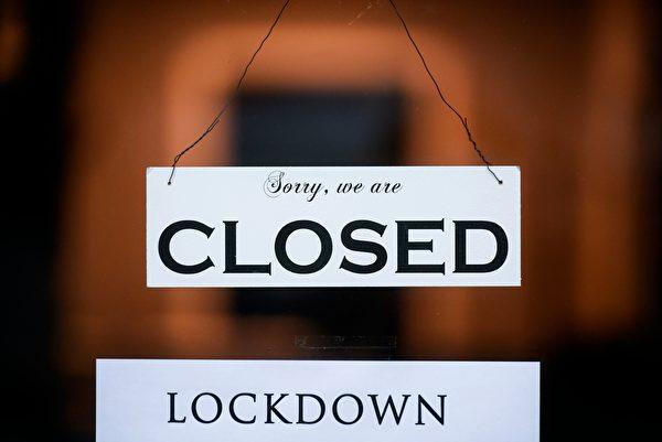 2021年1月4日,德國科隆(Cologne),疫情期間一間商店外掛著關閉的告示。(INA FASSBENDER/AFP via Getty Images)