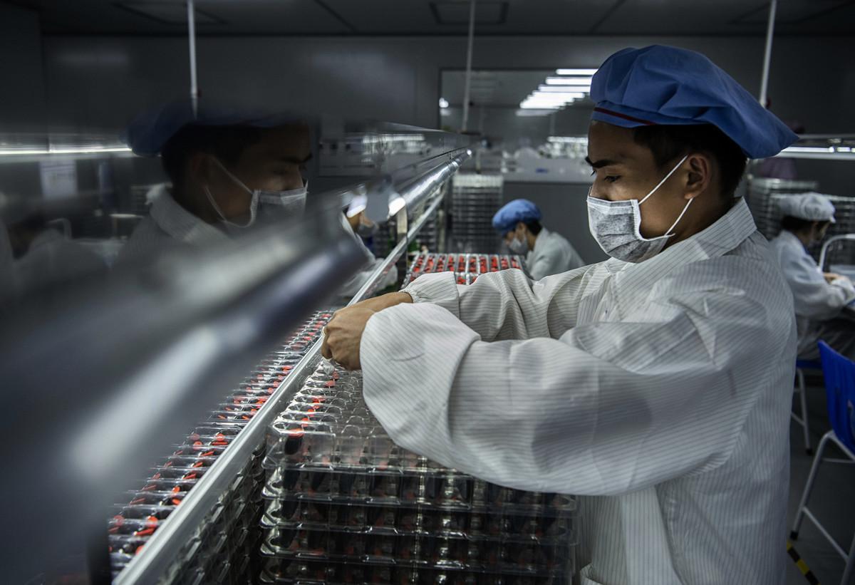 全球疫情快速蔓延,歐美大多取消復活節、乃至暑假商品訂單,繼而再打擊中國經濟的復甦能力。(Getty Images)
