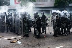 【7.27反送中組圖3】元朗警方多次向示威者施放催淚彈