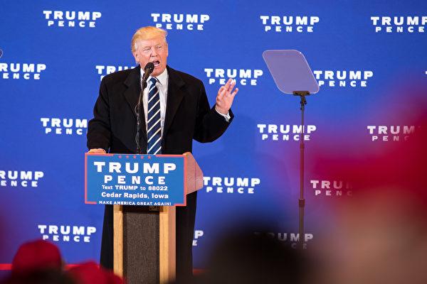 今年美國總統大選,共和黨候選人特朗普的政見雖然對外國人不太友善,但似乎不影響在美國和海外的中國人和印度人對他的支持。(David Greedy/Getty Images)
