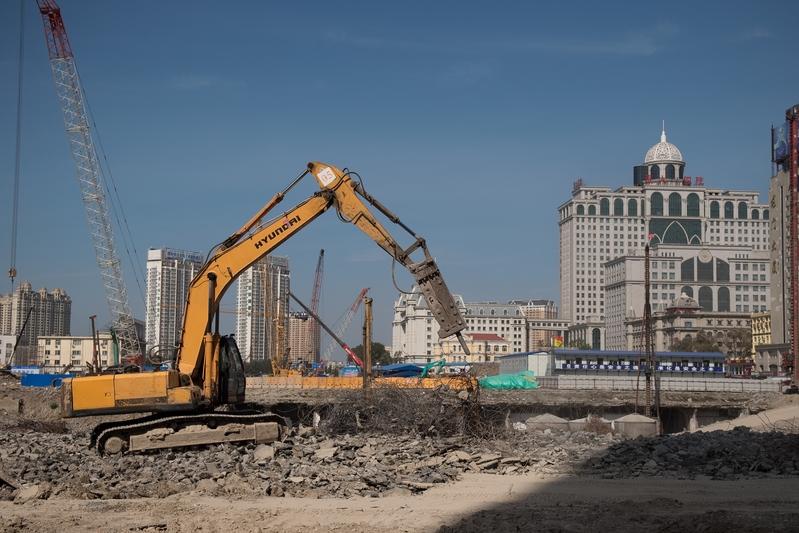 經濟壓力大,哈爾濱近來要推出鼓勵民眾買房的政策。圖為哈爾濱一個建築工地。(NICOLAS ASFOURI/AFP/Getty Images)