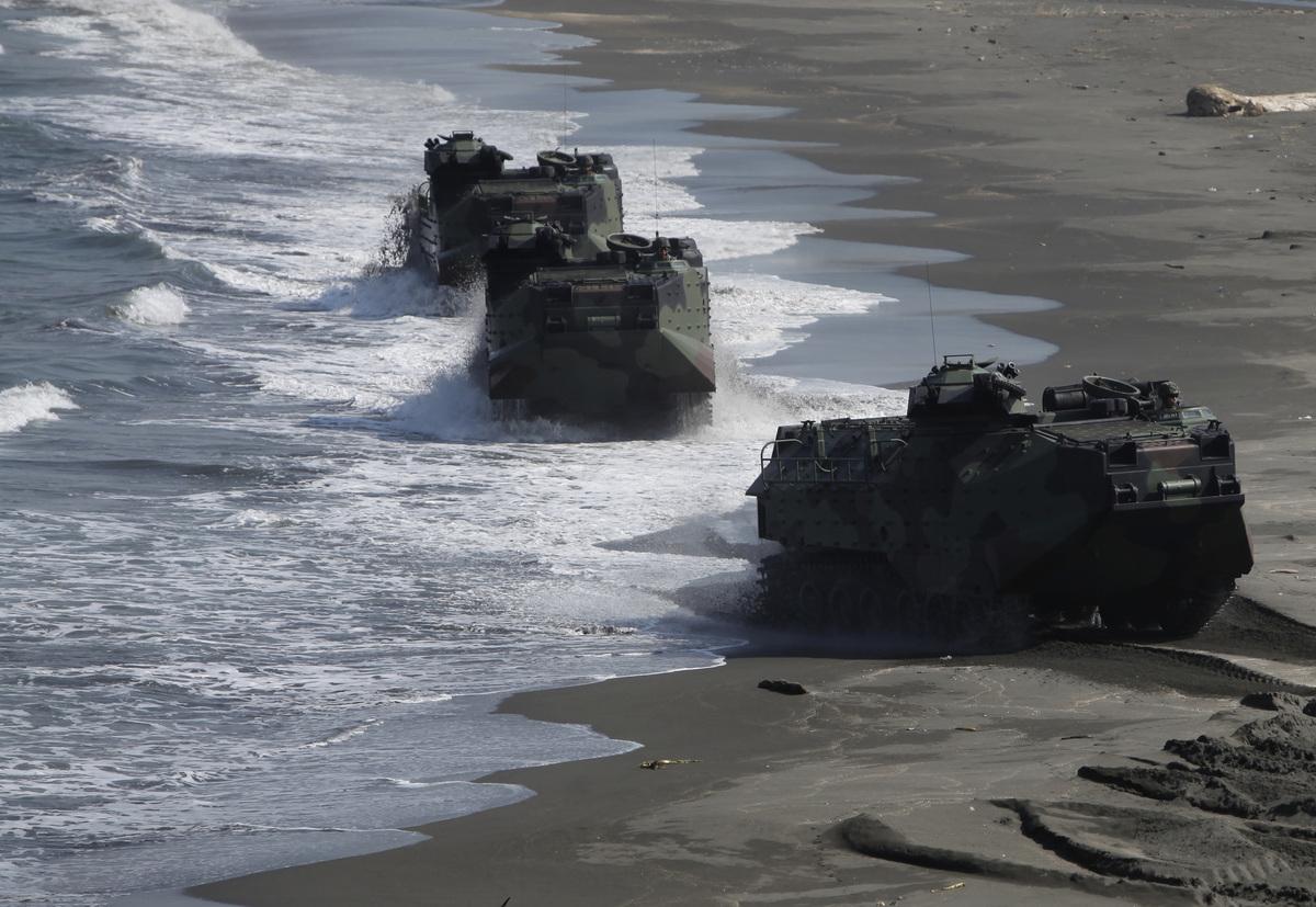 美國五角大樓和台灣國防部的報告都認為中共直接武力攻台對其風險極大。圖為中華民國海軍陸戰隊在演習。(Ashley Pon/Getty Images)