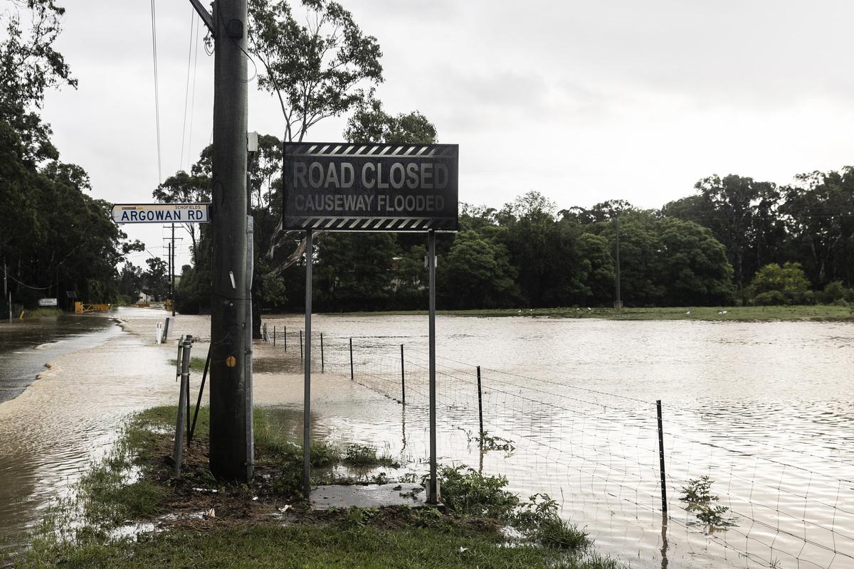 圖為3月20日被洪水淹沒的悉尼街道。(Photo by Brook Mitchell/Getty Images)