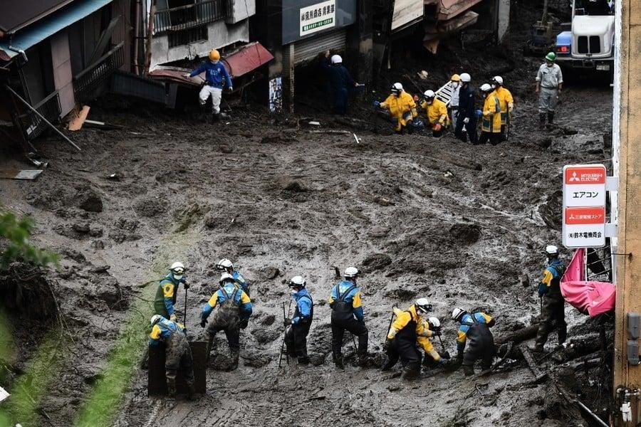 日本泥石流至少3死 一百多人失蹤