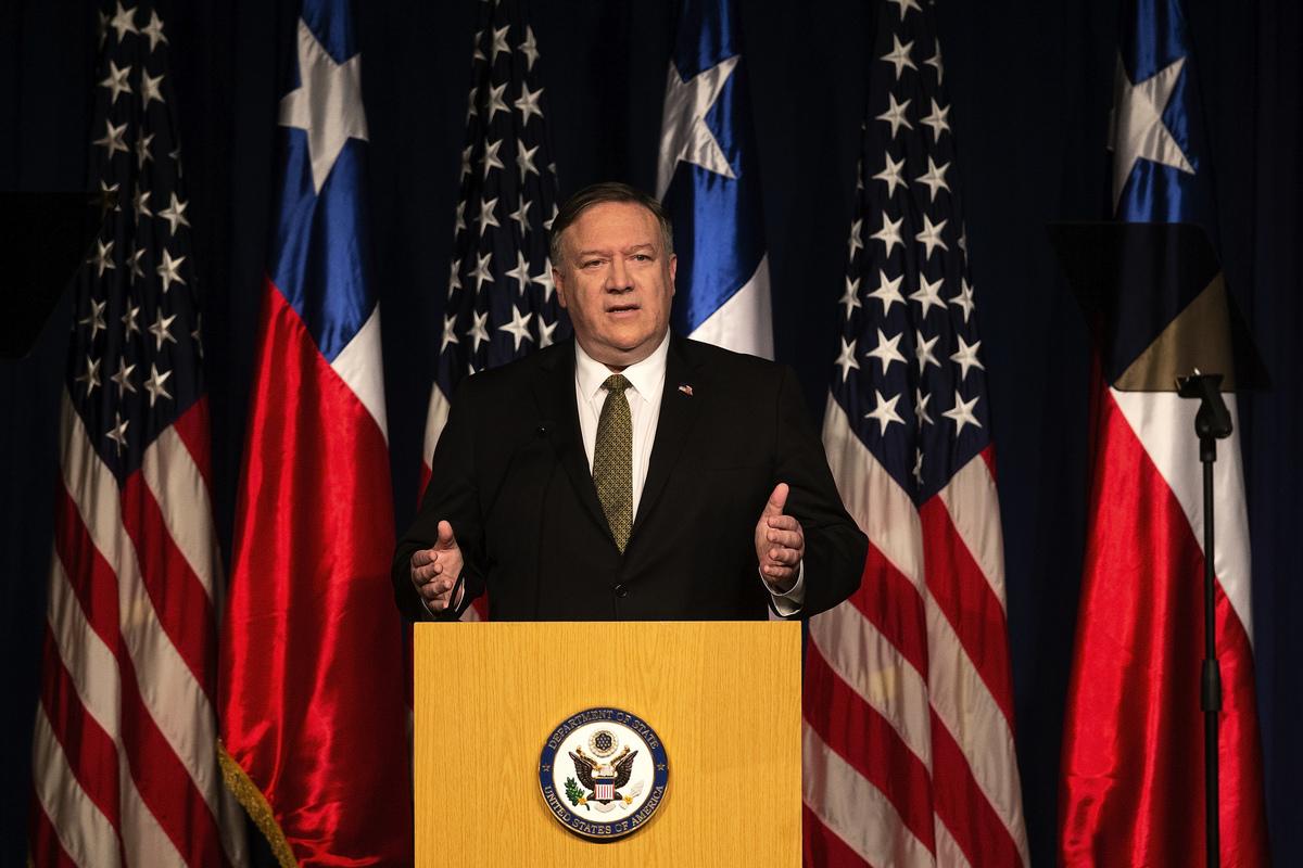 周五(4月12日),美國國務卿邁克·蓬佩奧(Mike Pompeo)展開其對拉丁美洲為期三天的訪問。根據媒體報道,蓬佩奧此行的重點在兩件事上。一個是應對中共在該地區的影響力,另一個是解決委內瑞拉危機。(CLAUDIO REYES / AFP)