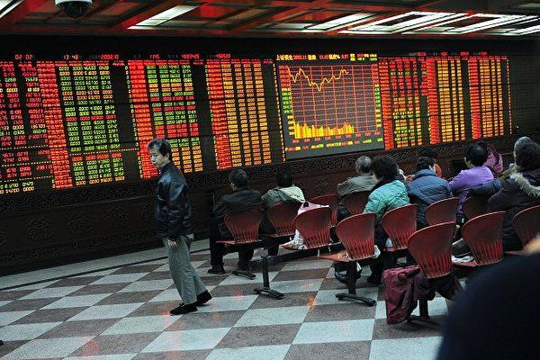 9月14日,大陸A股逾3200隻個股下跌。圖為大陸股市資料圖。(AFP PHOTO/JOHANNES EISELE)