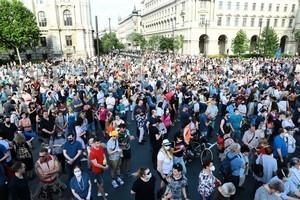 反對建復旦分校 數千匈牙利人上街抗議