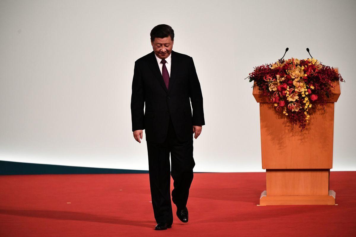 中央與地方的防疫與指揮調控失靈,可能迫使共產黨進行劇烈的權力調整,甚至可能對習近平2022年的第三次連任形成巨大挑戰。 (PHILIP FONG/AFP via Getty Images)