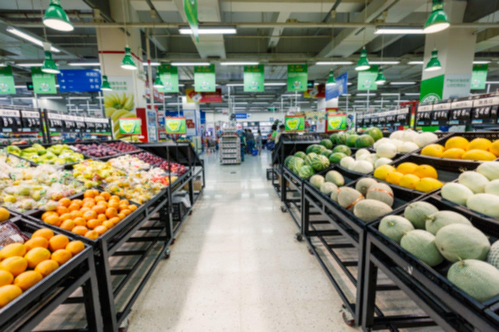 挑一周內的中間兩天買菜,既能避開人群,又能買到新鮮果蔬。多數超市都是周二上貨補貨,周三買菜最新鮮。(Fotolia)