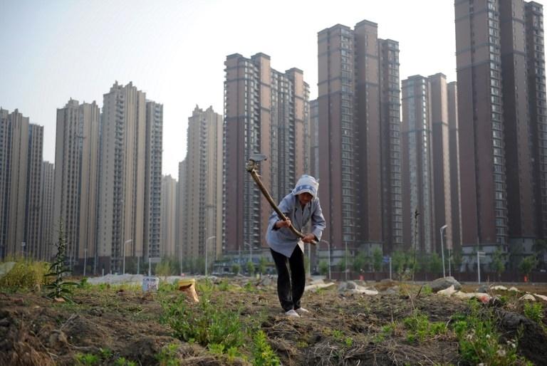 北京、天津日前調整了賣地條件,有分析認為,這是樓市調控繼續鬆綁的信號。(AFP)