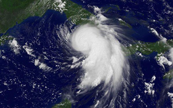熱帶風暴和颶風形成於海洋之上,因而大部份或全部能量會在海洋上面消散。圖為2005年8月26日,卡崔納颶風的衛星雲圖。(NOAA via Getty Images)