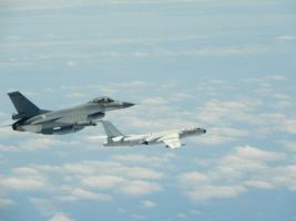回應中共軍機頻騷擾 台戰機加掛空對空導彈