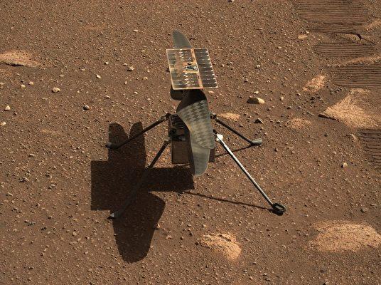 這架1.8公斤(4磅)的直升機被認為是在稀薄的火星大氣中進行空中移動潛力的技術展示。(NASA/JPL-CALTECH/ASU)