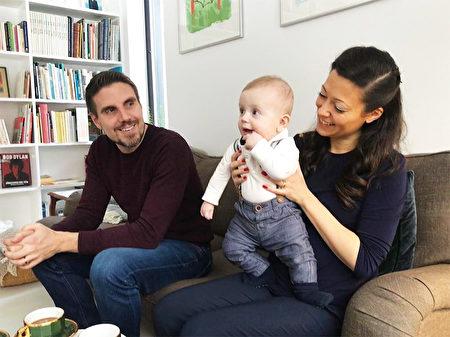 安德里亞,與她的兒子和丈夫。她的丈夫托比亞斯,也是Fenix Film電影製片公司的共同創辦人。(安德里亞提供)